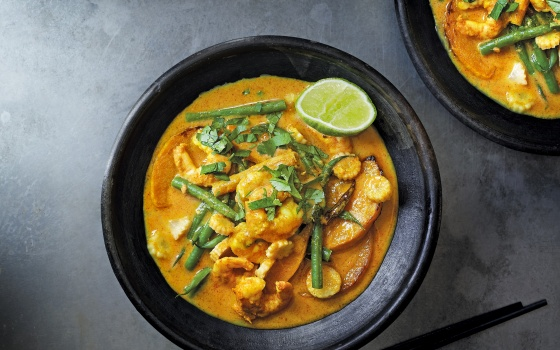 Yellow Thai Curry With Prawns